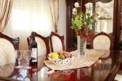 http://booking.koshertripadviser.com/hotels/exclusive-aholiav-suite/